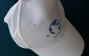 Casquette blanche avec le logo Neuilly Golf